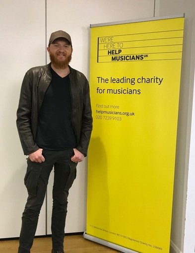 Gold selling Eric Paslay shows his support for HMUK